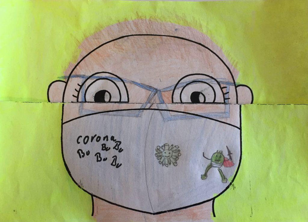 Kind mit Mundschutz